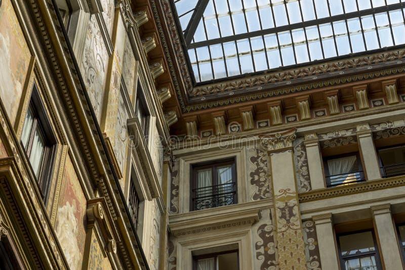 Το Ornately χρωμάτισε και διακόσμησε τις προσόψεις του Galleria Sciarra, στοκ φωτογραφία με δικαίωμα ελεύθερης χρήσης