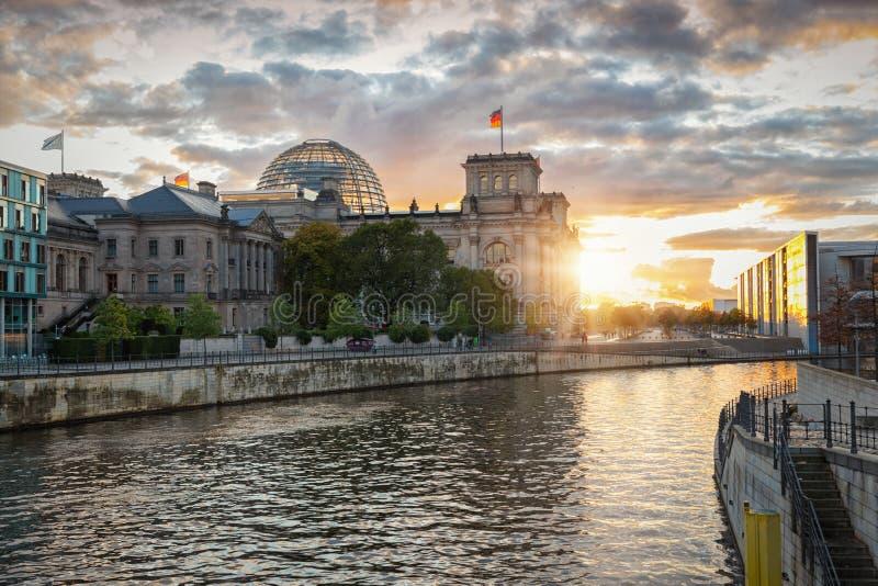 Το Reichstag, το Κοινοβούλιο, στο Βερολίνο, Γερμανία στοκ φωτογραφίες