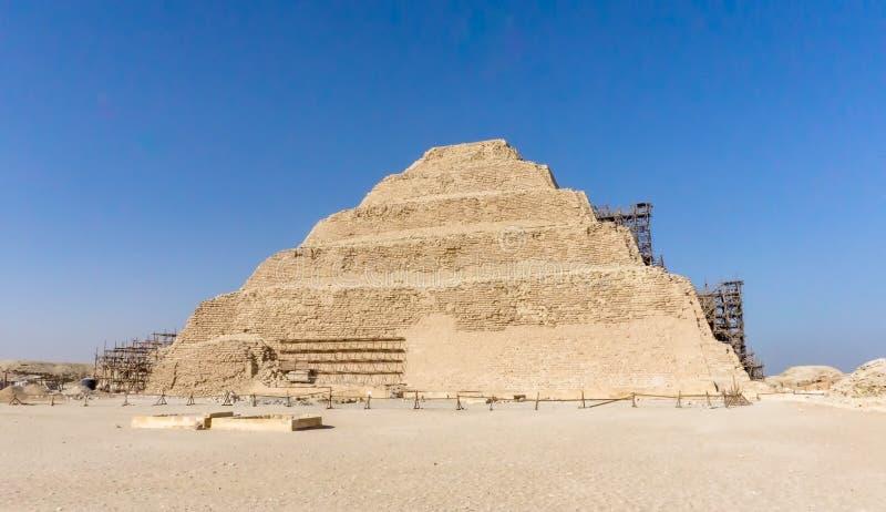 Το Saqqara, πυραμίδα βημάτων Djoser σε Saqqara, ένας archeological παραμένει στη νεκρόπολη Saqqara, Αίγυπτος στοκ εικόνα