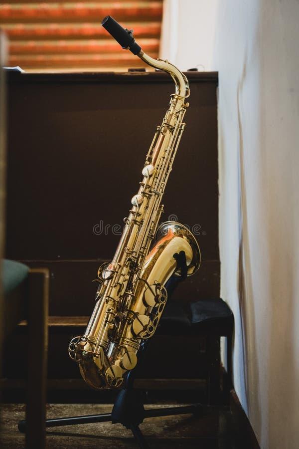 Το saxophone στην εκκλησία στοκ φωτογραφία με δικαίωμα ελεύθερης χρήσης