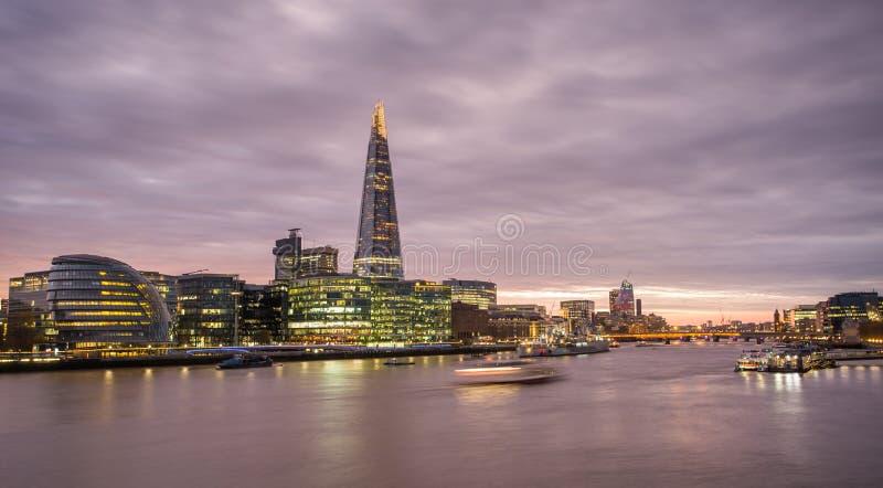 Το Shard, ορίζοντας του Λονδίνου στο ηλιοβασίλεμα στοκ φωτογραφία με δικαίωμα ελεύθερης χρήσης