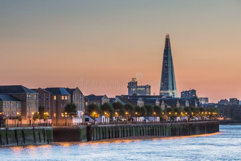 Το Shard στον ορίζοντα του Λονδίνου στοκ εικόνες