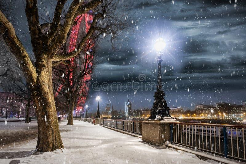 Το Southbank στο Λονδίνο, UK, με το μειωμένο χιόνι το χειμώνα στοκ εικόνες