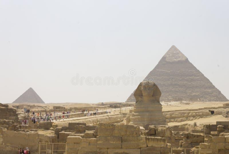 Το Sphinx και η πυραμίδα Khafre και Menkaure στοκ φωτογραφίες