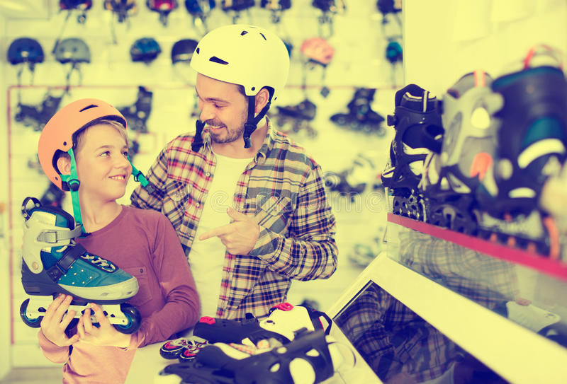 Το Sportsmens αγοράζει τους κυλίνδρους στοκ φωτογραφία με δικαίωμα ελεύθερης χρήσης