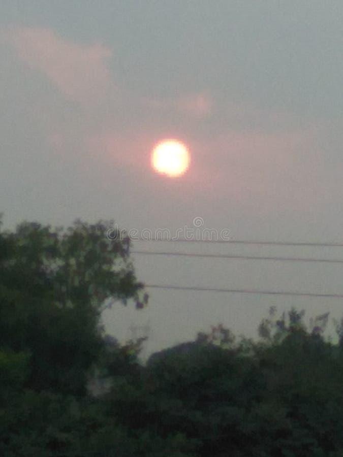 Το sun& x27 η υπόσχεση του s πριν από έθεσε για να αυξηθεί αύριο στοκ εικόνα