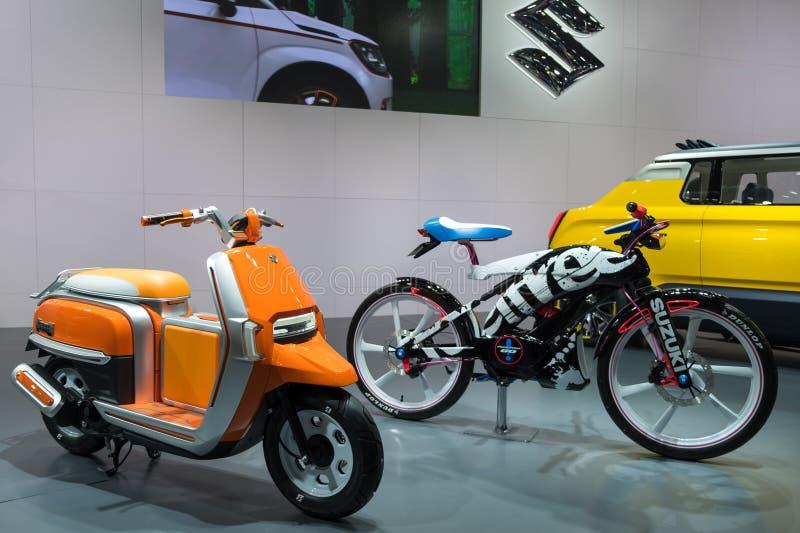 Το Suzuki Hustler τρέχει και Suzuki αισθάνεται ότι ελεύθερος πηγαίνετε παρουσιασμένος στη έκθεση αυτοκινήτου το 2015 του Νάγκουα  στοκ φωτογραφίες με δικαίωμα ελεύθερης χρήσης
