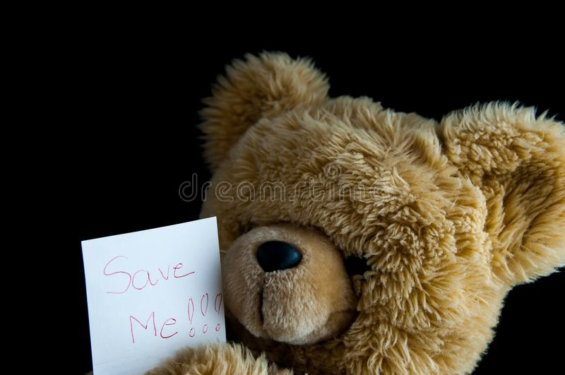 Το Teddy αντέχει με εκτός από με τη σημείωση στοκ φωτογραφία