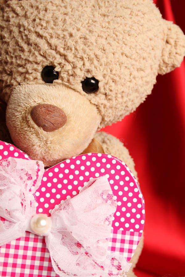 Το Teddy αντέχει με την καρδιά στοκ εικόνα με δικαίωμα ελεύθερης χρήσης