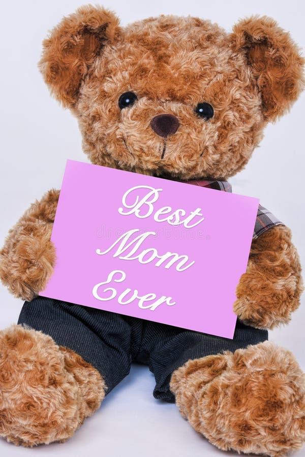 Το Teddy αντέχει το ρόδινο σημάδι λέγοντας καλύτερο Mom πάντα στοκ φωτογραφία με δικαίωμα ελεύθερης χρήσης