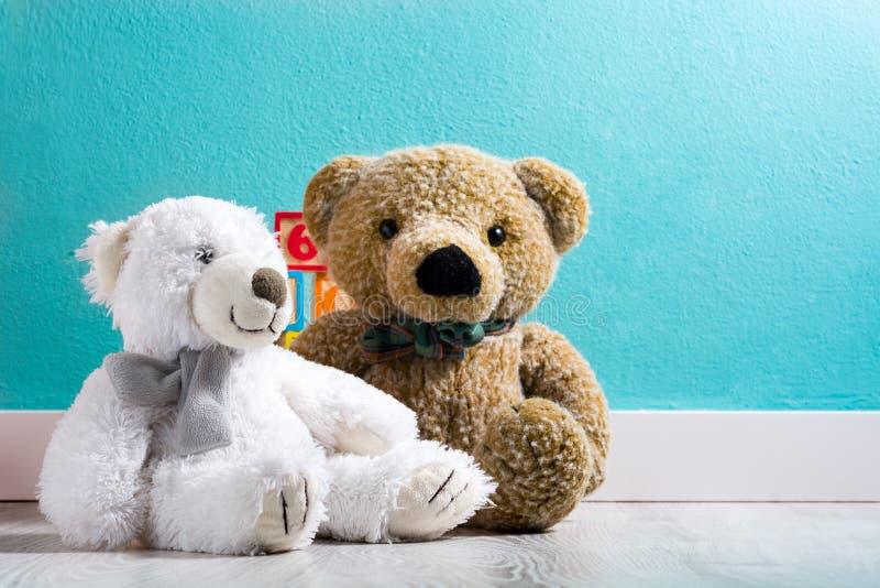 Το Teddy αντέχει σε ένα δωμάτιο μωρών ` s στοκ φωτογραφία με δικαίωμα ελεύθερης χρήσης