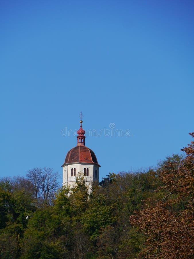 Το uhrturm στο λόφο Schlossberg στο Γκραζ στην Αυστρία στοκ εικόνες
