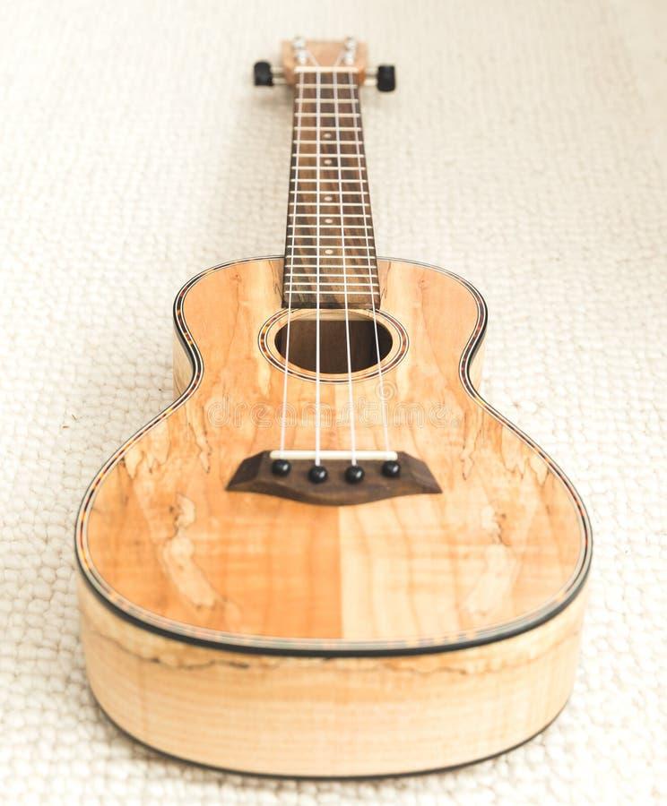 Το Upscale ukulele με woodgrain τελειώνει στοκ εικόνες