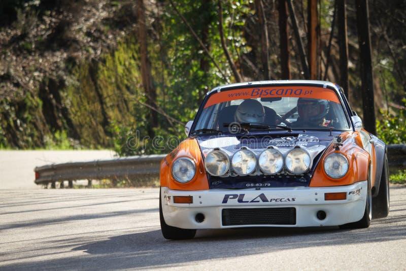 Το Valter Gomes οδηγεί μια χειμερινή συνάθροιση της Porsche 911ateur, στη Λεϊρία, Πορτογαλία το Φεβρουάριο στοκ εικόνα με δικαίωμα ελεύθερης χρήσης