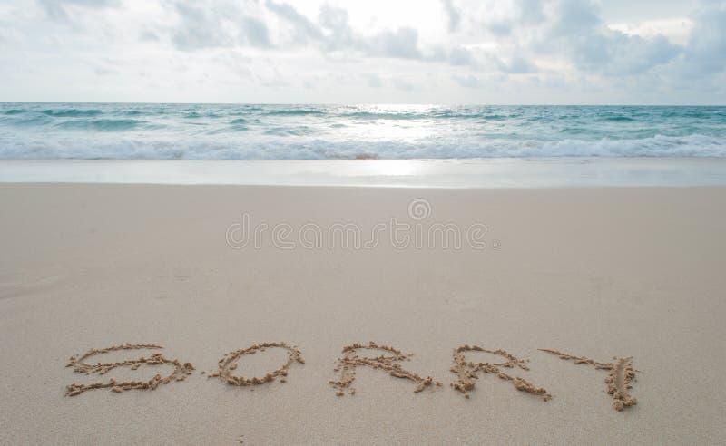 Το Word θλιβερό που γράφει στην άμμο σε μια παραλία. στοκ φωτογραφία με δικαίωμα ελεύθερης χρήσης