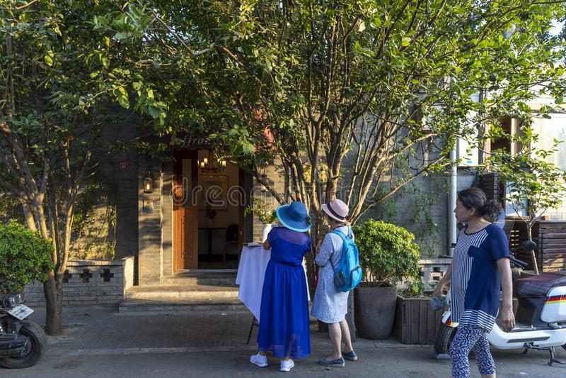 Το Wudaoying Hutong στο Πεκίνο, Κίνα, είναι ένα από τα εμπορικά hutongs στο Πεκίνο στοκ εικόνες