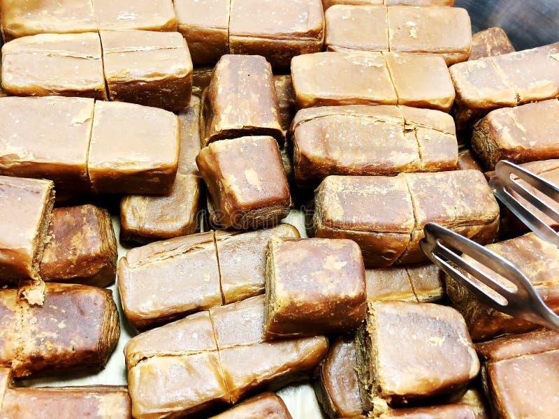 Το Yakhnuna έτριβε τα κλασσικά εβραϊκά Yemenite τρόφιμα Συνήθως εξυπηρετημένος για το πρόγευμα ή το μεσημεριανό γεύμα το Σάββατο στοκ εικόνα με δικαίωμα ελεύθερης χρήσης
