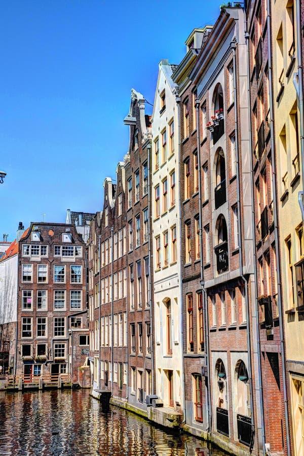 Το Zeedijk Chanel στεγάζει το Άμστερνταμ την άνοιξη στοκ εικόνες