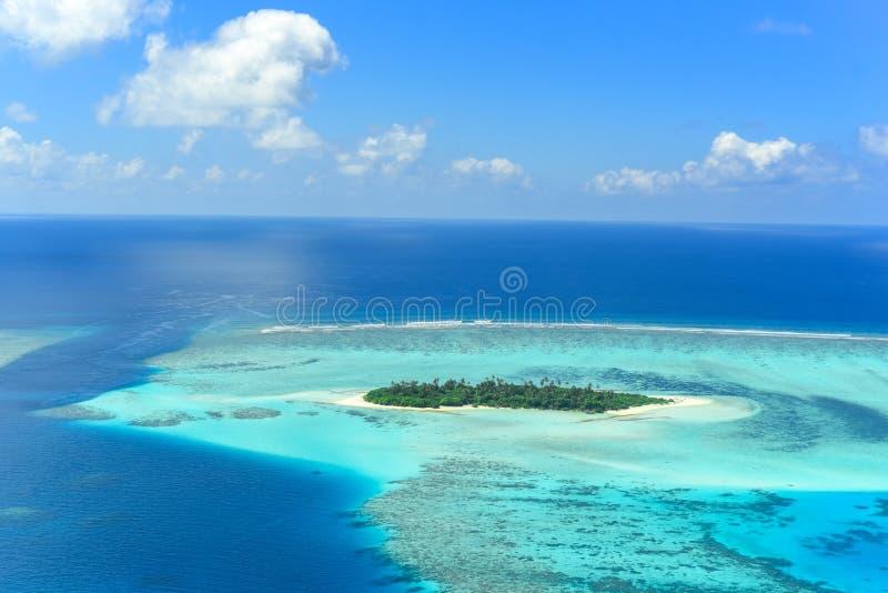 Τράπεζα άμμου στο ακατοίκητο νησί ατολλών Shaviyani στοκ φωτογραφίες με δικαίωμα ελεύθερης χρήσης