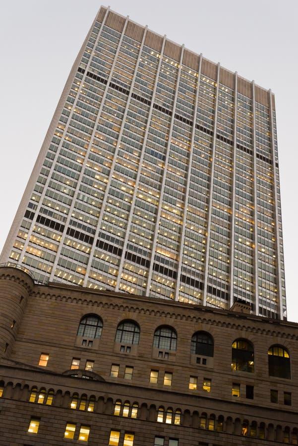 Τράπεζα Κεντρικής Τράπεζας των ΗΠΑ και πύργος αυλακώματος στοκ εικόνες