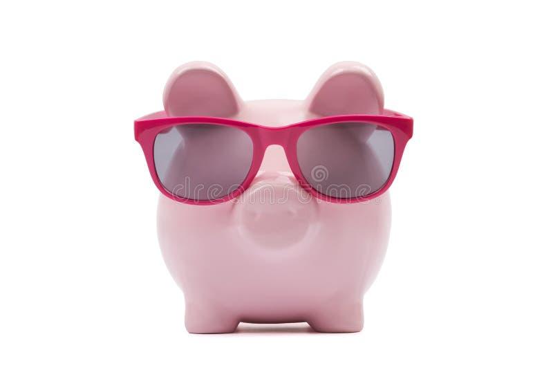 Τράπεζα Piggy με τα ρόδινα γυαλιά στοκ φωτογραφία με δικαίωμα ελεύθερης χρήσης