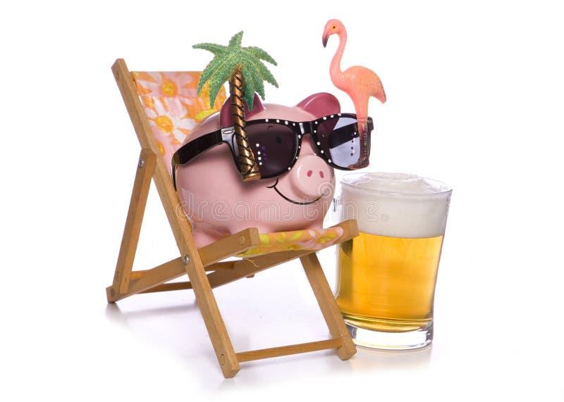 Τράπεζα Piggy στις διακοπές στοκ εικόνες με δικαίωμα ελεύθερης χρήσης