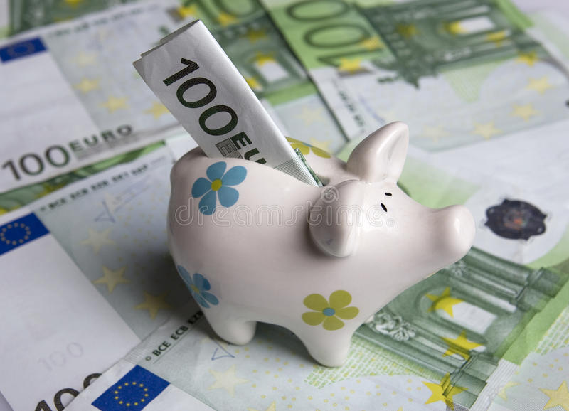 Download Τράπεζα Piggy στοκ εικόνα. εικόνα από λαίμαργα, ελεύθερος - 13182261