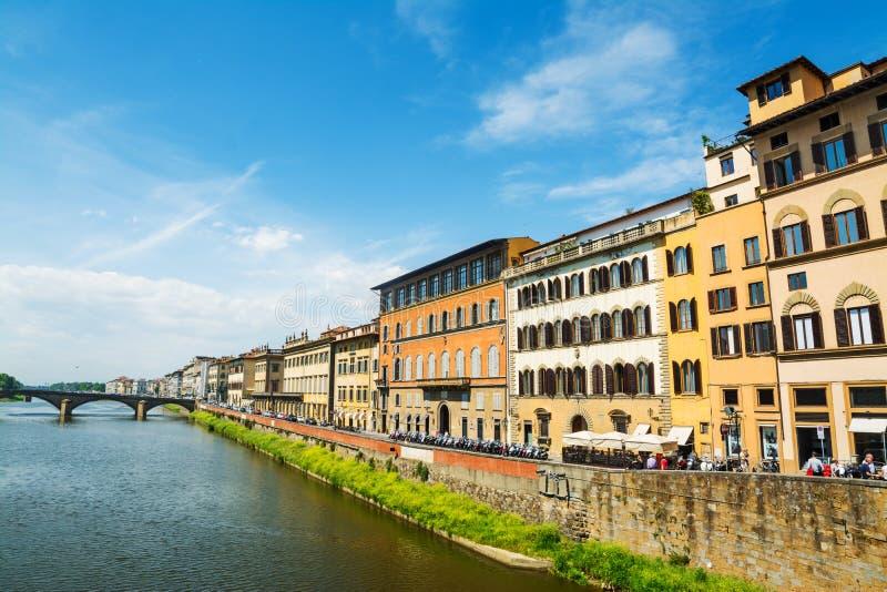 Τράπεζες Arno που βλέπουν από Ponte Vecchio στοκ φωτογραφία με δικαίωμα ελεύθερης χρήσης