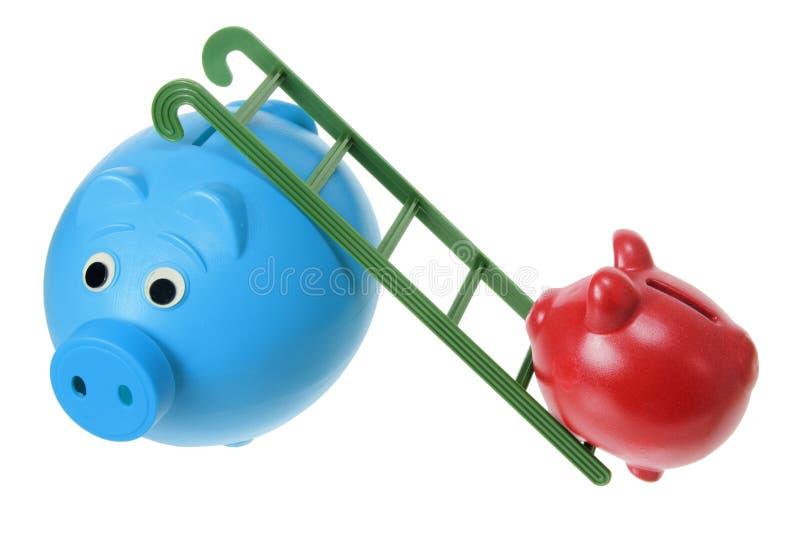 Τράπεζες Piggy με τη σκάλα στοκ εικόνα