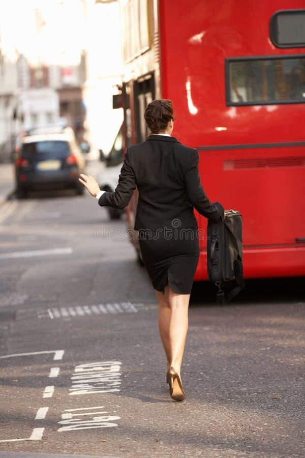 τρέξιμο επιχειρηματιών διαδρόμων στοκ εικόνες με δικαίωμα ελεύθερης χρήσης