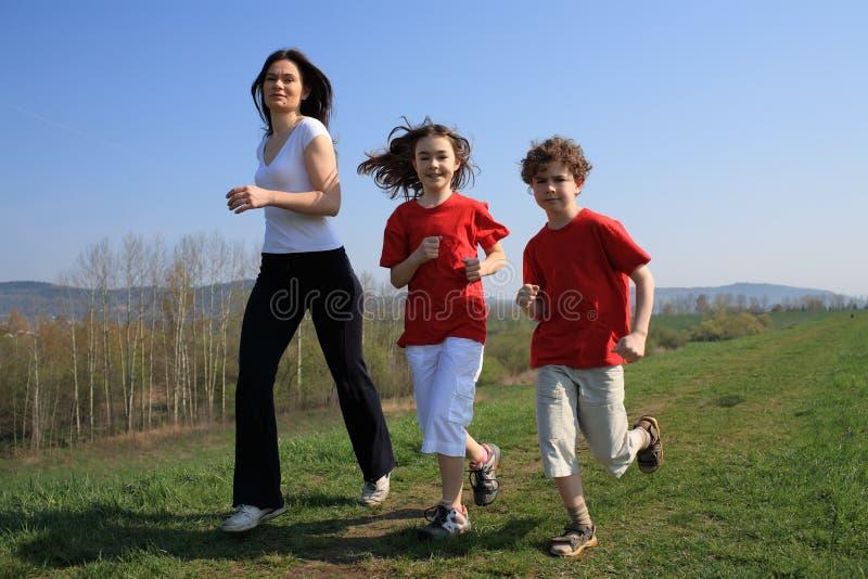 τρέξιμο μητέρων κατσικιών