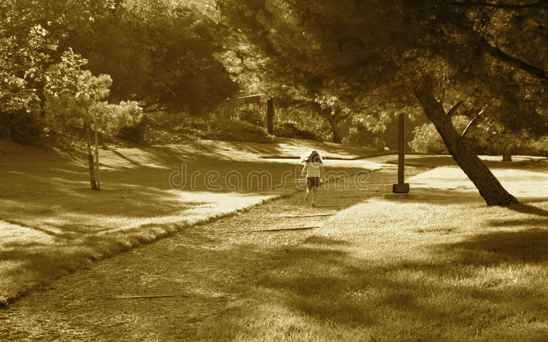Download τρέξιμο παιδιών στοκ εικόνα. εικόνα από διάβαση, παπούτσι - 1530969