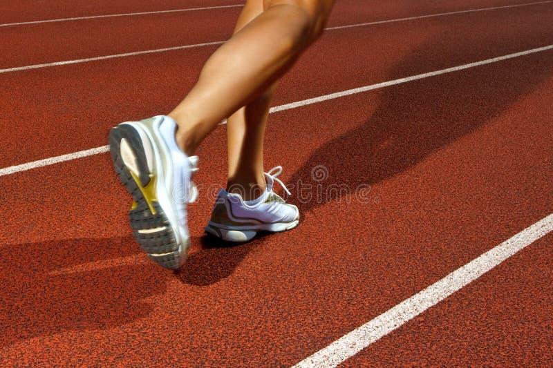 Τρέξιμο σε μια διαδρομή - δυναμική εικόνα στοκ εικόνες με δικαίωμα ελεύθερης χρήσης