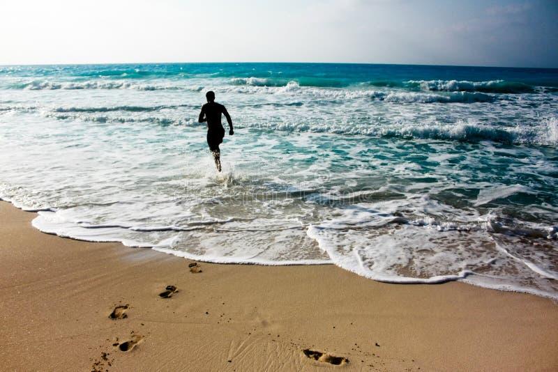 Τρέξιμο στην ακτή στοκ φωτογραφίες με δικαίωμα ελεύθερης χρήσης