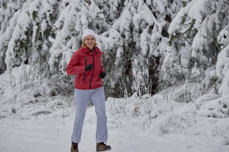 Τρέξιμο στο σακάκι και τα γάντια στοκ φωτογραφία με δικαίωμα ελεύθερης χρήσης