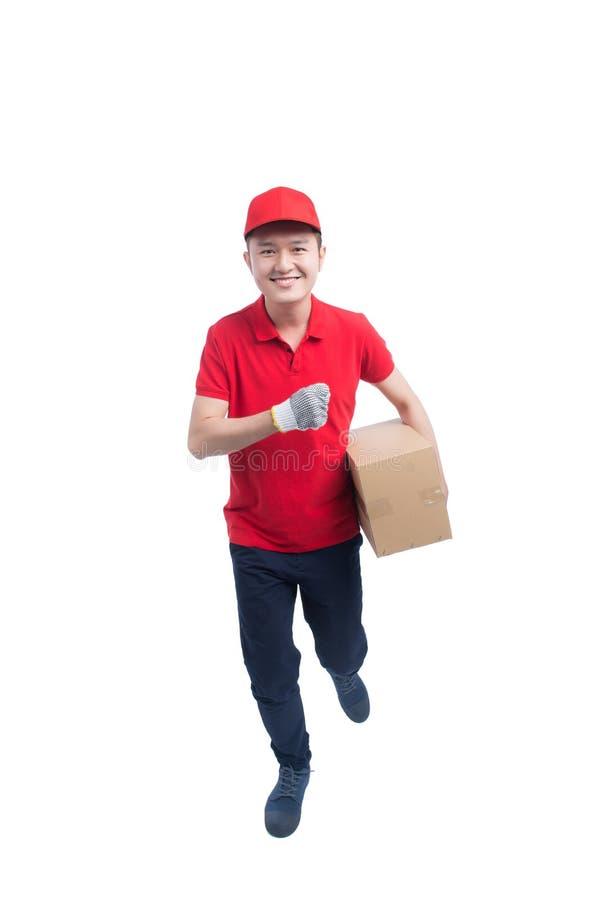 Τρέχοντας εργαζόμενος επιχείρησης αγγελιαφόρων αρσενικών που παραδίδει μια συσκευασία/ένα isola στοκ εικόνες