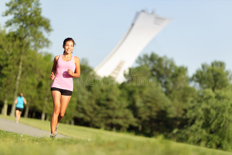 Τρέχοντας ικανότητα στο πάρκο θερινών πόλεων στοκ εικόνες με δικαίωμα ελεύθερης χρήσης