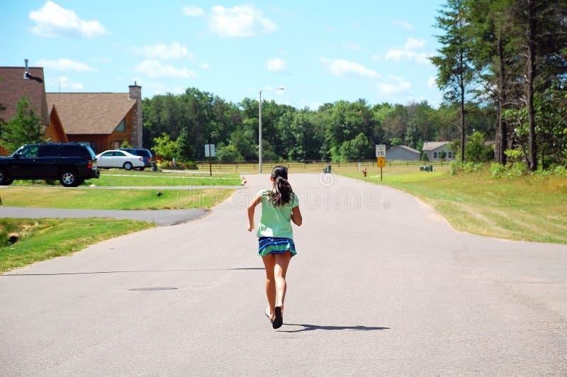 Τρέχοντας κορίτσι στοκ εικόνες
