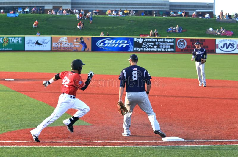 Τρέχοντας παίχτης του μπέιζμπολ στοκ φωτογραφία με δικαίωμα ελεύθερης χρήσης