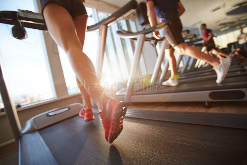 τρέχοντας treadmill στοκ εικόνες με δικαίωμα ελεύθερης χρήσης