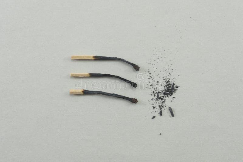 Τρία έκαψαν τις αντιστοιχίες με την τέφρα στοκ φωτογραφίες με δικαίωμα ελεύθερης χρήσης