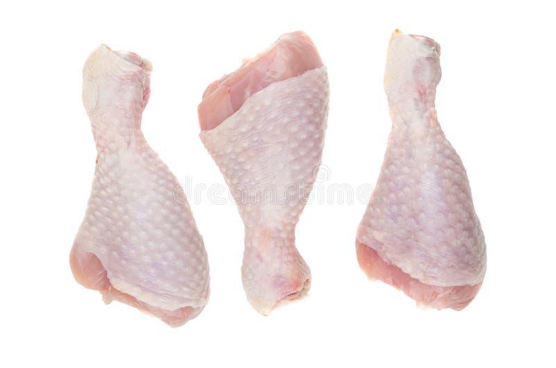 Τρία ακατέργαστα πόδια κοτόπουλου που απομονώνονται στο άσπρο υπόβαθρο στοκ φωτογραφία