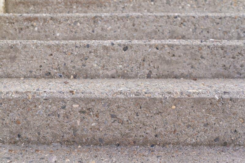 Τρία βήματα μιας γκρίζας συγκεκριμένης σκάλας που λαμβάνεται από το μέτωπο στοκ εικόνα με δικαίωμα ελεύθερης χρήσης