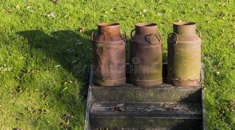 Τρία καρδάρια γάλακτος σε Giethoorn στοκ φωτογραφία με δικαίωμα ελεύθερης χρήσης