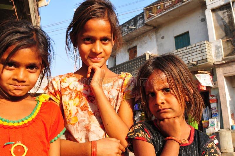 Τρία κορίτσια τρωγλών στο Ahmedabad, Gujart στοκ φωτογραφίες με δικαίωμα ελεύθερης χρήσης