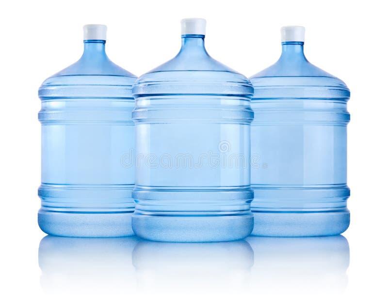 Τρία μεγάλα μπουκάλια του νερού που απομονώνεται στο άσπρο υπόβαθρο στοκ φωτογραφία