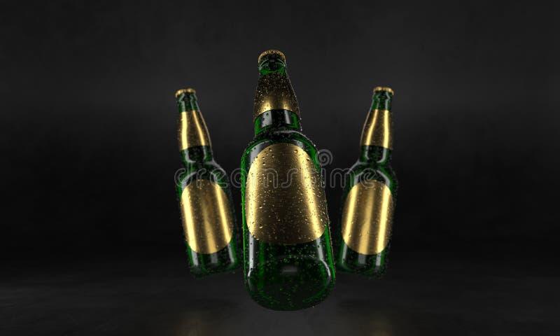 Τρία μπουκάλια μπύρας που στέκονται σε έναν αγροτικό μαύρο πίνακα Χλεύη μπύρας επάνω Τα υγρά μπουκάλια μπύρας οι ετικέτες και οι  απεικόνιση αποθεμάτων