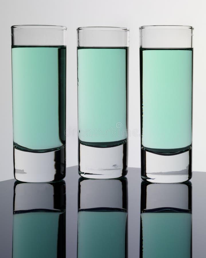 Τρία ποτήρια του αψιθιάς στοκ εικόνα με δικαίωμα ελεύθερης χρήσης