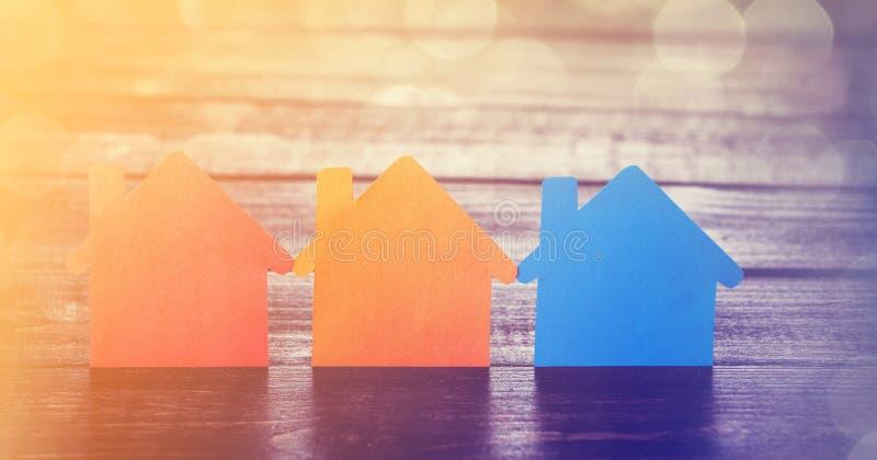 Τρία σπίτια εγγράφου στοκ φωτογραφία