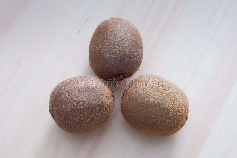 Τρία kiwifruits στοκ φωτογραφίες